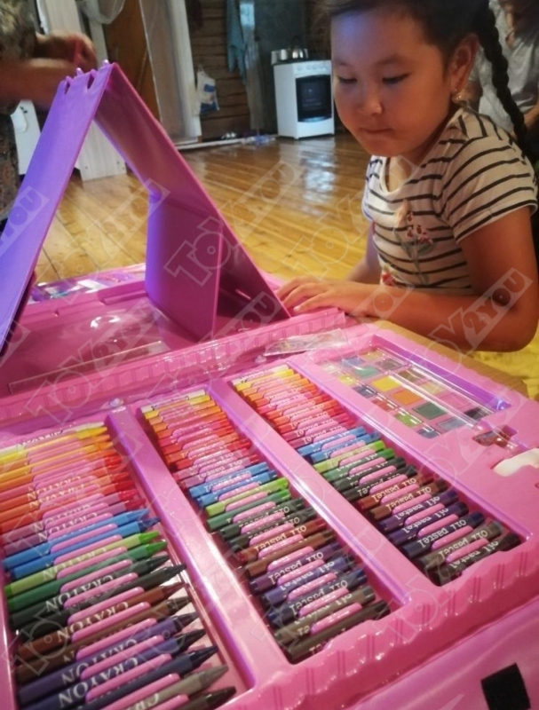 Набор художника 208 предметов с мольбертом для детей розовый